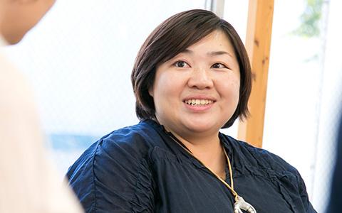 株式会社東京糸井重里事務所の元木恵里さんの正面を向いている画像