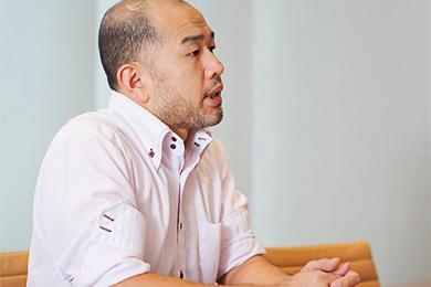 右田祐治さんの横を向いている写真