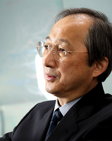 宮野悟センター長の左を向いている写真の画像