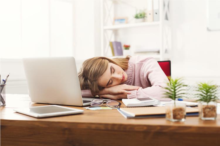 週末に寝すぎて辛い・・・なんてことありませんか?(写真:Shutterstock.com)